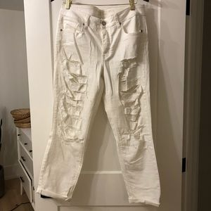 White ripped relaxed jeans